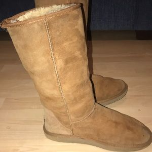 Ladies size 9 UGG boots